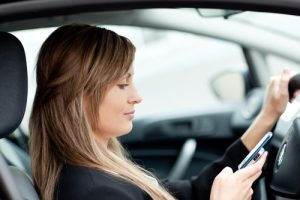 pretty-woman-texting-while-driving-sm-300x200